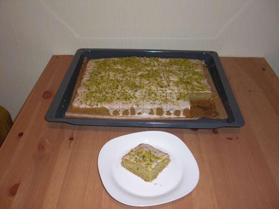 Avokado-Pstazienkuchen