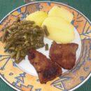 Schnitzel mit Brechbohnen,Schalotten und Knoblauch
